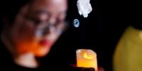 12月13日,悼念南京大屠杀死难者烛光祭在南京侵华日军南京大屠杀遇难同胞纪念馆举行。中新社记者 杜洋 摄 - 江苏新闻网