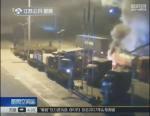 """惊险!20多吨油罐车起火 冲进服务区""""求救"""" - 新浪江苏"""