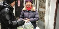 """暖心!苏州一社区""""雪中送菜"""" 300斤蔬菜惠及20余户困难家庭 - 新浪江苏"""
