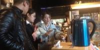 市民正在体验购物 - 江苏新闻网