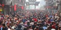 每年元宵节当天,都有超过五十万人涌入夫子庙观灯。 泱波 摄 - 江苏新闻网