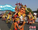 具有浓郁宝岛文化特色的电音三太子舞表演。 黄莹 摄 - 江苏新闻网