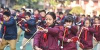 资料图:特色健身操增强学生体质。新华报业视觉中心记者邵丹摄 - 新浪江苏