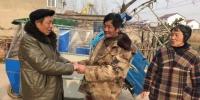 王楼高拉着厉青海的手表示感谢。 汪正清 摄 - 江苏新闻网
