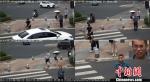 南京闯红灯、非机动车逆行等交通违法行为都会被现场即时抓拍。警方监控屏截图 - 江苏新闻网