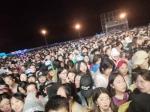 现场照片显示VIP观演区内十分拥挤 受访者 供图 - 新浪江苏