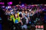 流行音乐明星吸引了粉丝的晚晚狂欢。南京市文旅部门供图 - 江苏新闻网