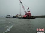 伴随着长江常州段主航道航标调整工作的启动,常泰长江大桥现场施工全面开启。 陆琳 摄 - 江苏新闻网