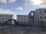 灌云县南岗乡这批新建成的集中安置房,百姓刚入住半年又要被拆掉。目前已拆除20多幢。 本文图片均为澎湃新闻记者 陈卓 图 - 新浪江苏