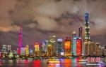 资料图:上海外滩灯光秀流光溢彩。 黄伟国 摄 - 江苏新闻网