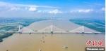 长江南京段上的第五座跨江大桥——南京长江第五大桥于6月28日顺利合龙。(资料图) 赵振宇 摄 - 江苏新闻网