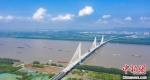 世界首座轻型钢混结构斜拉桥——南京长江第五大桥。(资料图) 赵振宇 摄 - 江苏新闻网