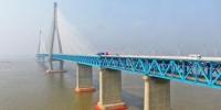 6月30日下午航拍沪苏通长江公铁大桥。 泱波 摄 - 江苏新闻网